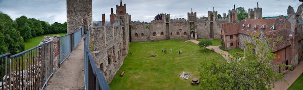 Framlingham Castle panorama.jpg