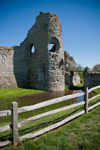Pevensey Castle.jpg